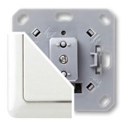 Простейшая конфигурация системы состоит из передатчика (Пульт дистанционного управления или Настенный передатчик) и приемника (Встраиваемый радиовыключатель или адаптер для розетки)
