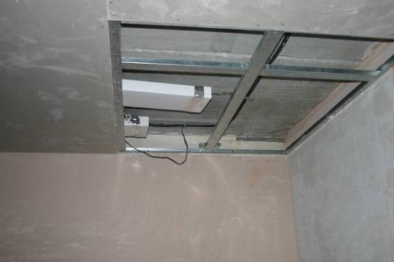 Прямоугольные пластиковые воздуховоды, размером 200*60 мм, 120*60 мм, легко спрятать за подшивной потолок даже, если он уже собран