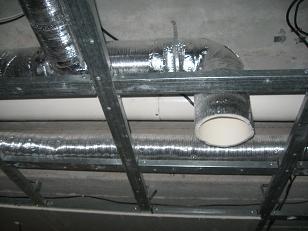 Для экономии пространства, вентиляционное оборудование размещены на внешней стене