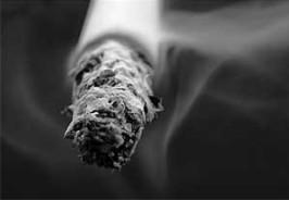 При курении в помещении в воздухе повышается концентрация табака и других вредных соединений